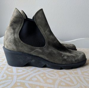 Arche 7.5 green ankle bootie wedge suede leather